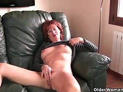 Redheaded mature old lady plays hither her nipples and pussy